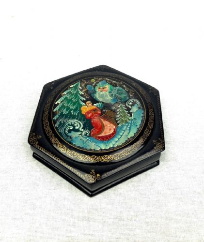 Vintage Russian Lacquered Box / Papier Mache / Fairytale / Collectable / Hexagon